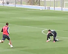 Foto: Bale zet Courtois stevig te kijk op training Real