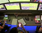 Foto: VAR Van Driessche betrapt op smartphone tijdens Gent-STVV