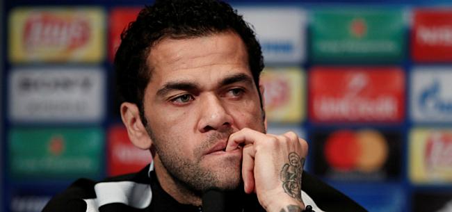 Foto: 'Dani Alves kan spraakmakende transfer naar Premier League maken'