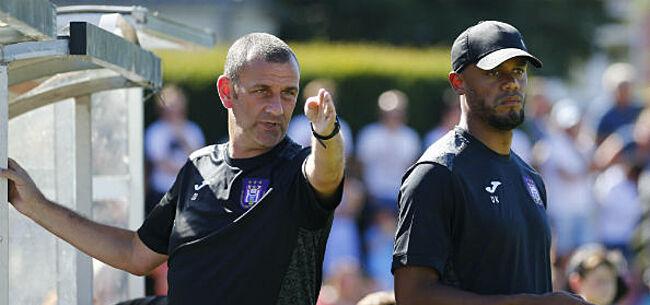 Foto: Kompany grijpt in en neemt kapiteinsband, Davies voortaan volledig hoofdtrainer