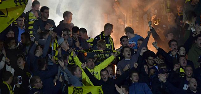 Foto: Voorzitter Beerschot Wilrijk wijst naar Lierse na supportersrellen tijdens derby
