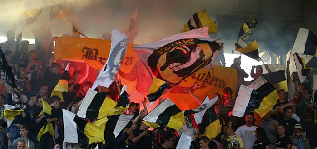Foto: Situatie Lokeren escaleert: politie op supporters afgestuurd