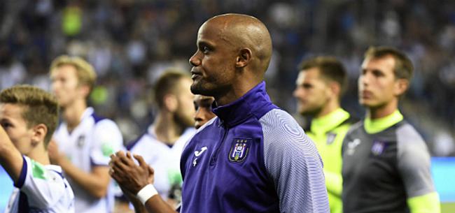 Foto: Vreemd: Kompany verrast met Anderlecht-spelers op testimonial