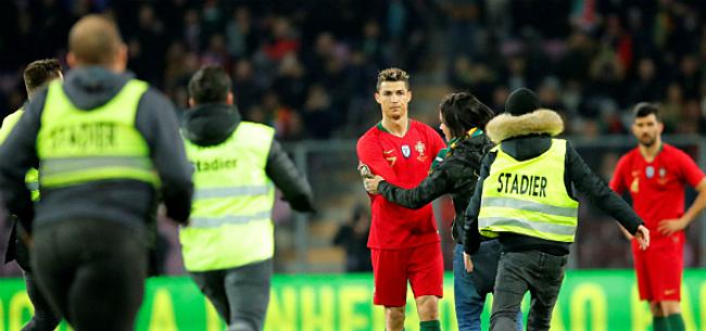 Foto: Video: Veldbestormer wil Ronaldo vol op de mond zoenen