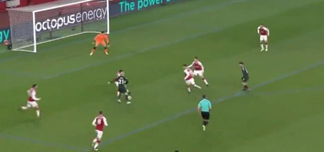 Foto: Voetbalporno! Silva verdubbelt met wéérgaloze goal