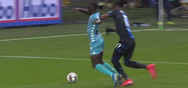 Foto: Discussie op Jan Breydel: had Charleroi een penalty verdiend?