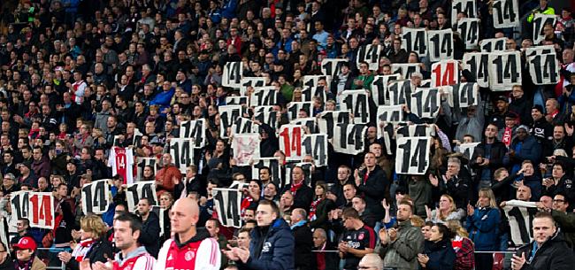 Foto: HAHA! Ajax-fan is zo enthousiast dat hij paar rijen beneden belandt