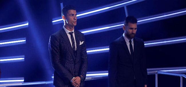 Foto: 'Achterbakse' Ronaldo draait Leo Messi flinke loer
