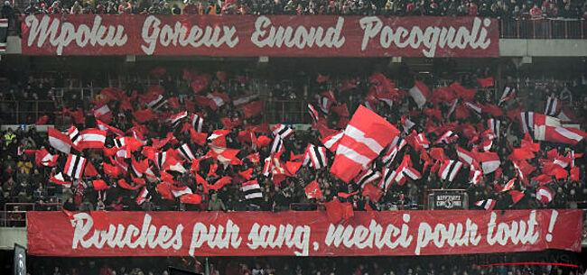 Foto: Fans van Standard brengen mooi eerbetoon aan Mpoku & co
