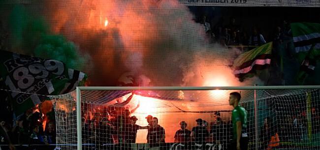 Foto: Cercle-fans steken Club-vlag in brand in de tribune: