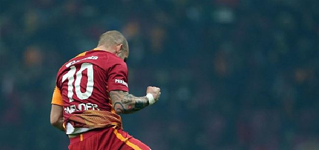 Foto: 'Sneijder choqueert met bizarre terugkeer'