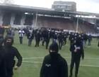 Foto: Situatie Charleroi escaleert: harde kern bezet veld