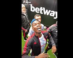 Bizar: Pogba daagt West Ham-fans breed lachend uit (🎥)