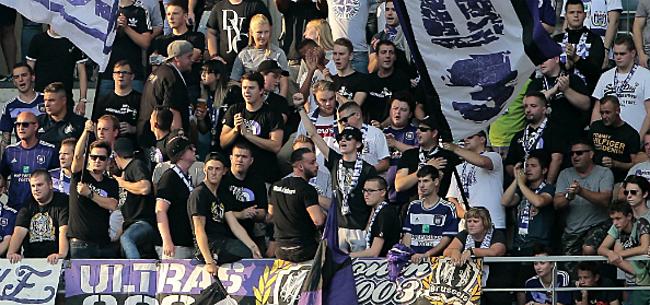 Foto: Fans van Anderlecht houden woord en voeren actie mét spandoek (FOTO)
