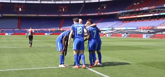 Foto: Blauw-zwart Ajax verkoopt Feyenoord flinke dreun