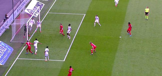 Foto: Discutabel doelpunt Lamkel Zé krijgt extra pijnlijk staartje